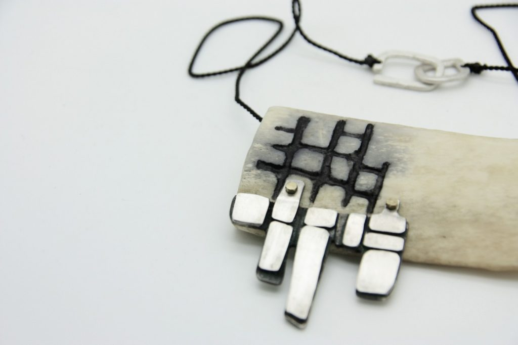 bone-tessellated-necklace-bone-brass-silver-silk-575